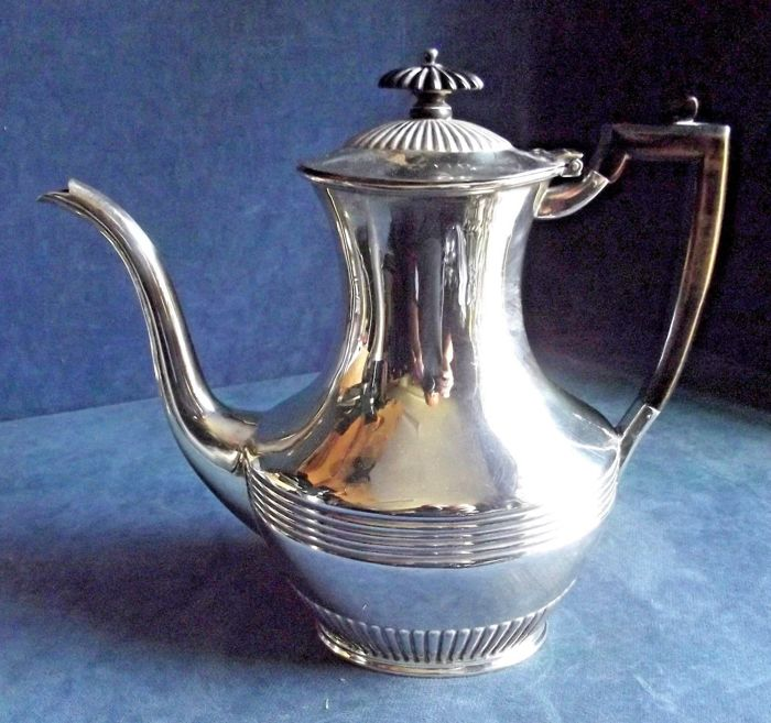 Old English silver plated Teapot with a fluted decoration - by Atkins - late Victorian period, ca. 1890