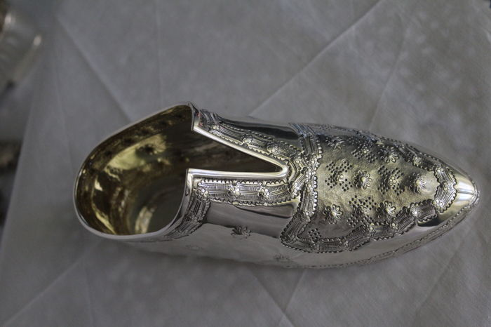Paperweight/small container shaped as a Renaissance style male shoe, in silver 925 - Italy, 2nd half of the 20th century