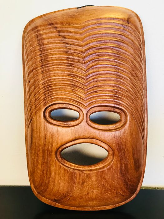 Exceptional and modern African wooden mask - Africa - second half 20th century