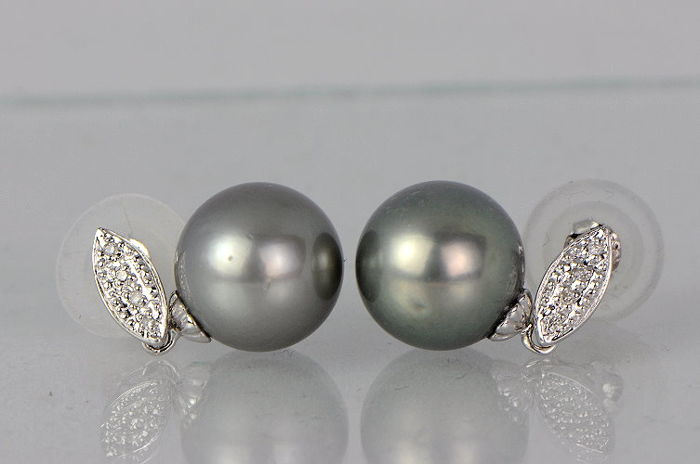 Pendant made of 14 kt white gold with Tahitian pearls and diamonds - 11.2 mm