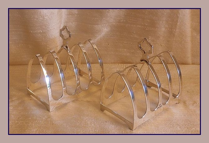 Two identical sterling silver toast racks - Edward Viner - Sheffield - 1936 and Sheffield, 1960