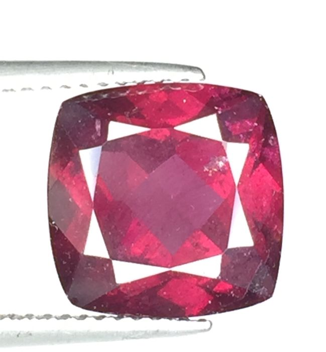 Purplish red pyrope - almandite garnet - 6.98 ct No reserve