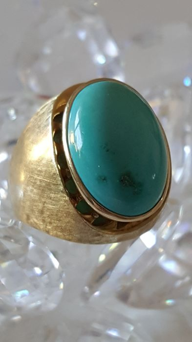 Antique Persian turquoise ring in 14 kt gold