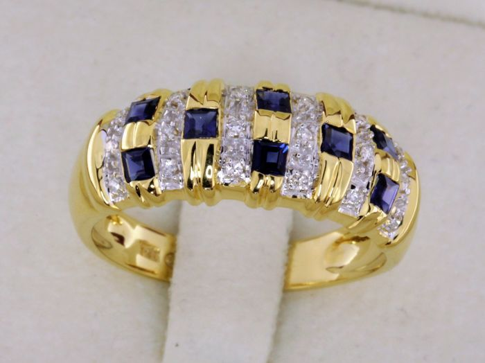 18 kt yellow gold ring with sapphires and diamonds - size: 56