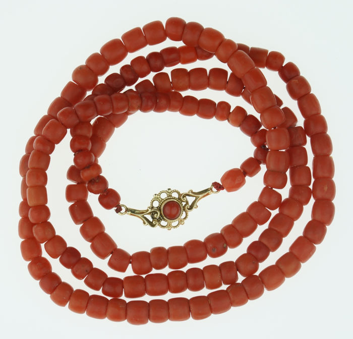 Lovely quality antique precious coral necklace with a 14 kt gold clasp.