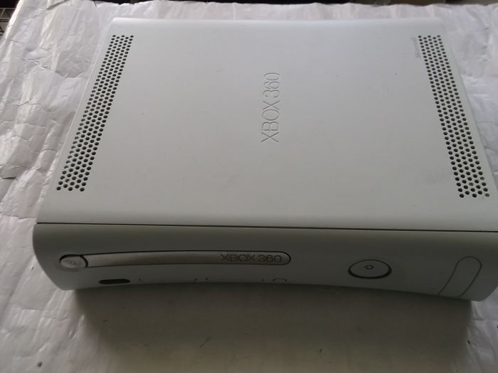 Xbox 360 20Gb Console With 11 games and 1 Wireles Controllers
