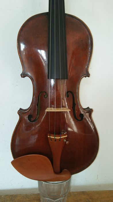 "A 4/4 violin labelled ""Jacobus Stainer in Absam prope Oenipontum 1665"" + case + bow"