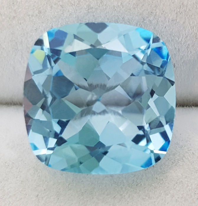Topaz - 7.92 ct - no reserve price