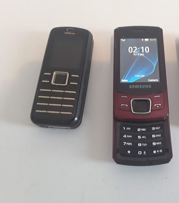 2 vintage phones  - Nokia 6080 + Samsung GT-C6112  with original chargers