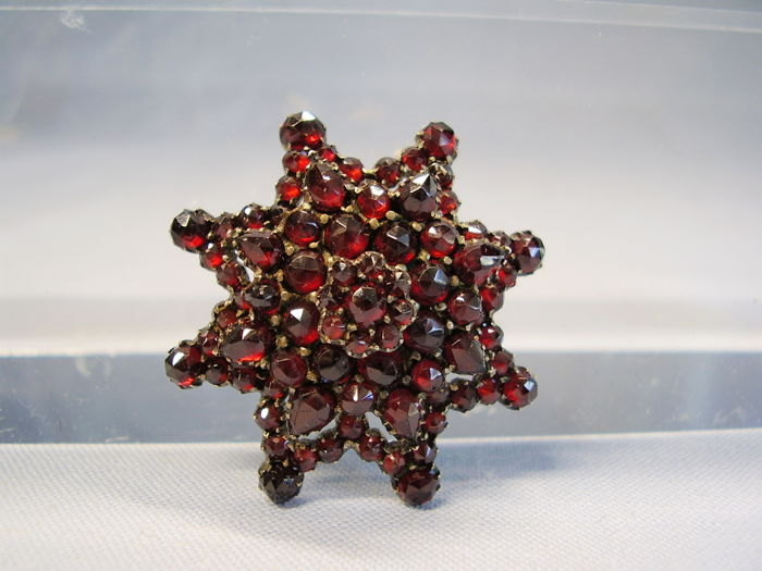 Antique star brooch on 4 levels with blood-red rose-cut garnetw weighing 12 ct