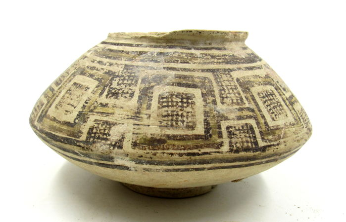 Indus Vallei Terracotta Jar with Geometric Motif - 13.4x7cm