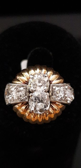 Ring set with 2.70 ct of antique-cut diamonds.