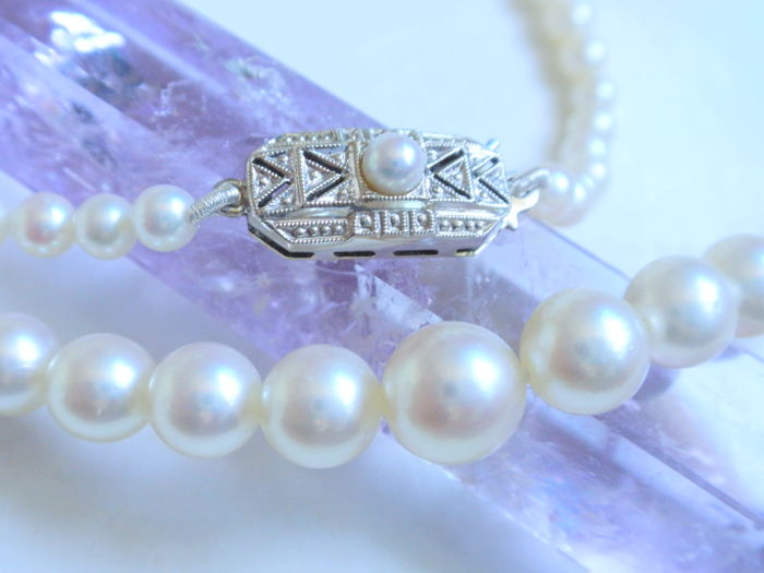 Fine Akoya pearl necklace with   Art Deco clasp, gold 585