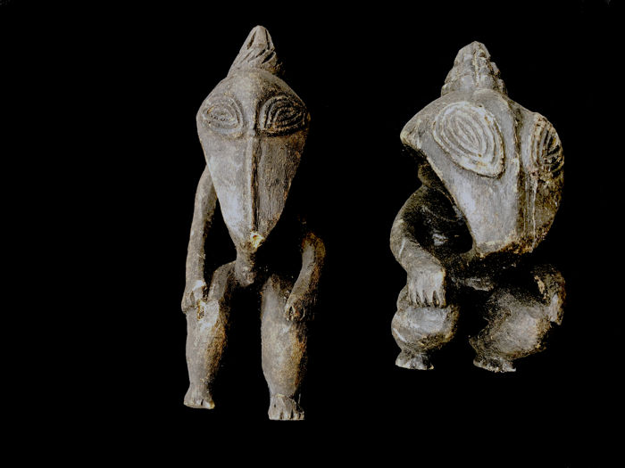 Set of two fine older spirit figures - Wokam Village - RAMU RIVER - Papua New Guinea