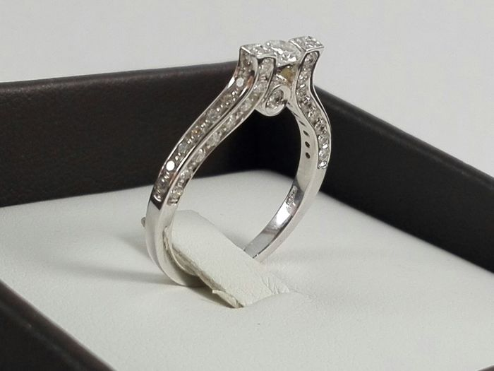 Women's 18 kt white gold ring with 0.72 ct natural diamonds - Ring size 12.5 (IT)