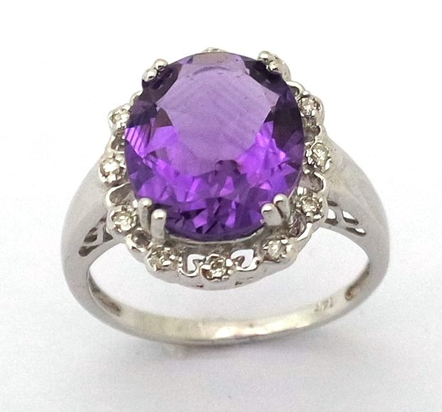 14kt white gold amethyst & 0.084 cts diamond ring ;  size n 1/2