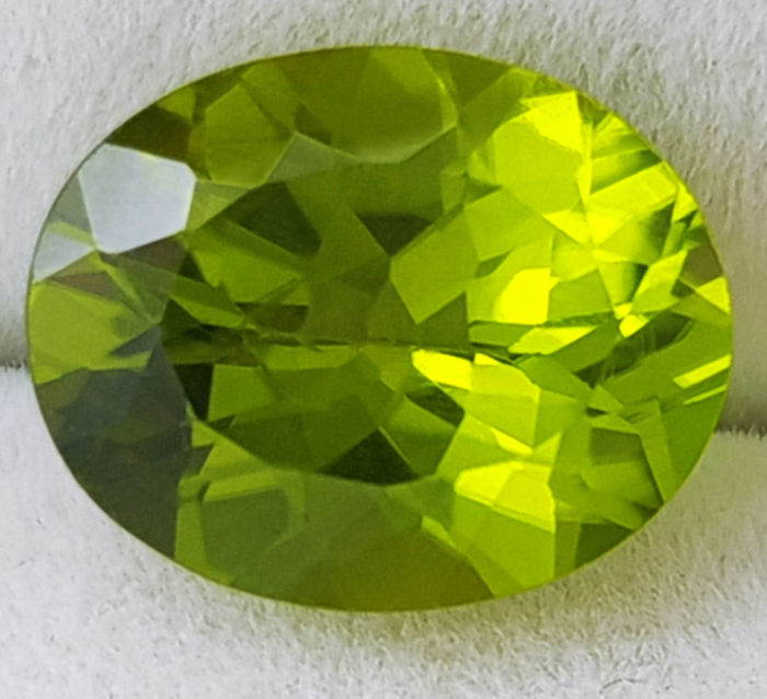 Peridot - 2.67 ct - no reserve price