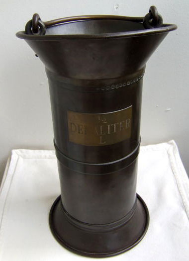 Red copper measuring cup for measuring wine - circa 1900 - Netherlands