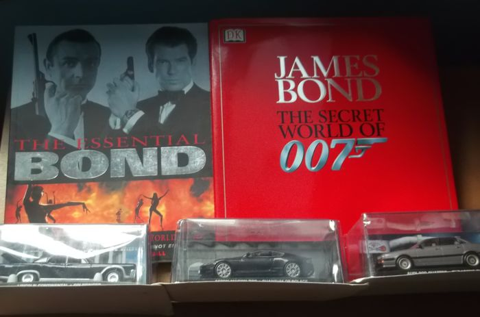 2 X JAMES BOND BOOKS + 3 BOND CARS