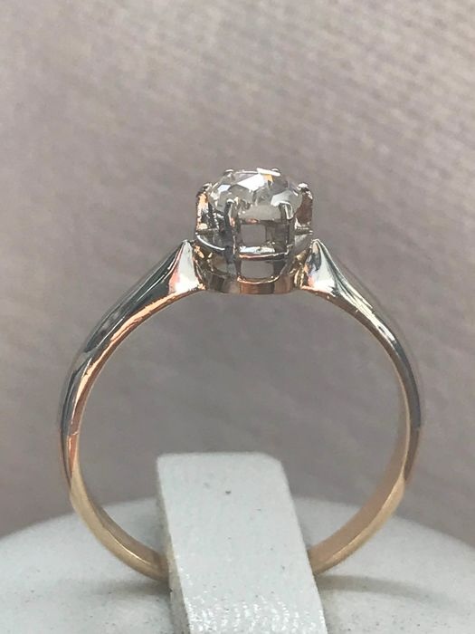 Old 18 kt two-tone gold solitaire ring set with a diamond of 0.50 ct *NO RESERVE PRICE*