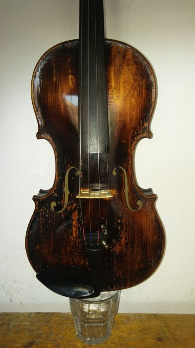 "Antique 4/4 violin labelled ""Jacobus Stainer in Absam prope Oenipontum 1665"" + case + bow"