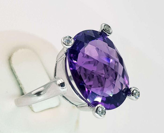 18 kt white gold ring with large amethyst weighing 9.82 ct and diamonds.  Sizes: HK-16 / US-7.25