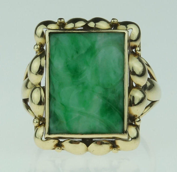 14 kt gold vintage women's ring with jade nephrite in a handmade setting