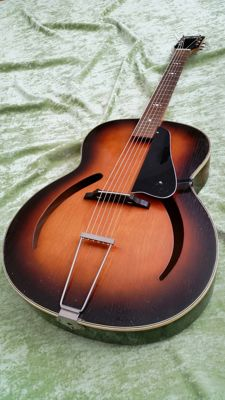 MILLER cateye archtop, made by EGMOND