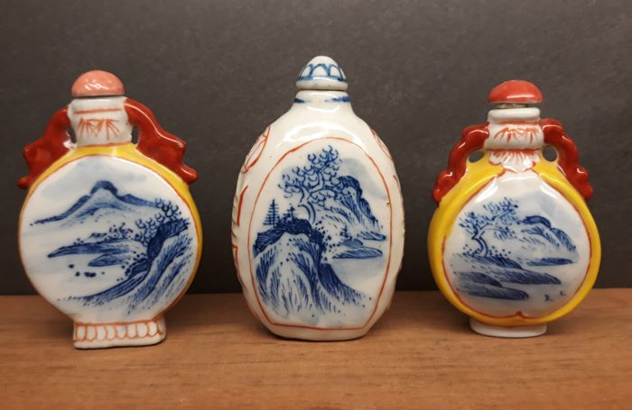 3 porcelain snuff bottles, landscapes - China - late 20th century