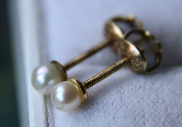 Vintage 14kt Gold screw earrings set with cultured sea pearls **No Reserve**