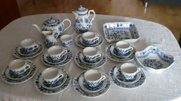 Hutschenreuther porcelain - onion pattern coffee service for 9 people