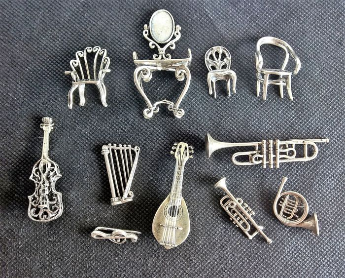A collection of 11x silver 800 miniatures, realised by lost wax casting technique, depicting musical instruments and home furnishings - Arezzo (Italy), late 20th century