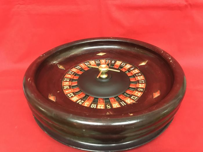 Roulette in wood with ball in bone - early 20th century