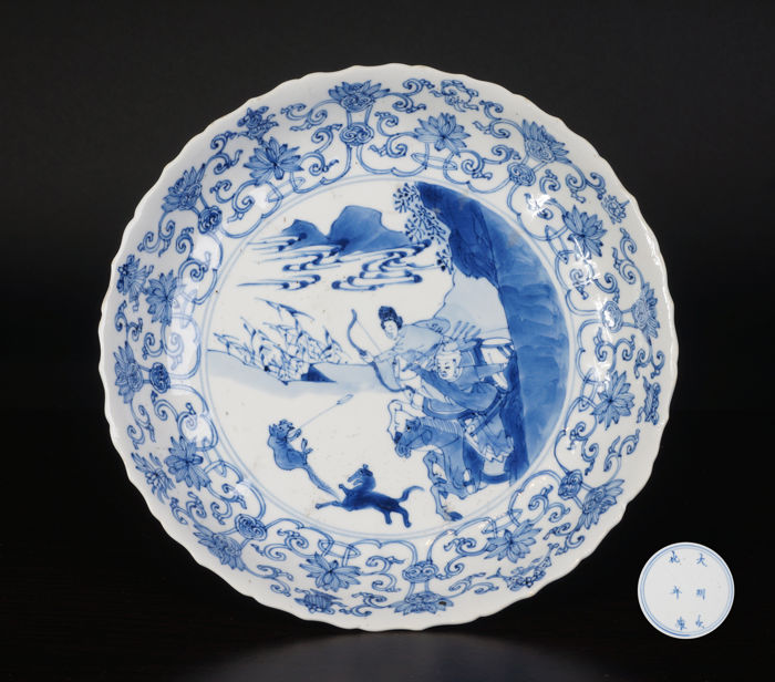Blue and white plate depicting a hunting scene - China - 17th century (Kangxi period)