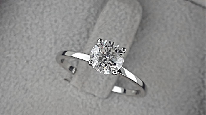 0.93 carat Round Diamond Solitaire Engagement Ring in Solid White Gold 14K  *** NO RESERVE PRICE **