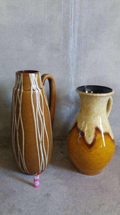 Scheurich and Carstens - two large floor jugs in brown with white lines and in beige ochre