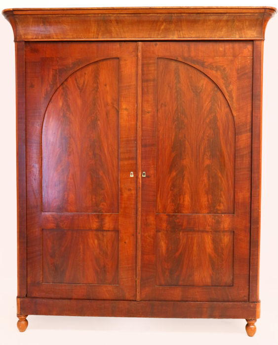 Cuba mahogany with mahogany top - linen closet with key plates of mother-of-pearl - Biedermeier-ca. 1850