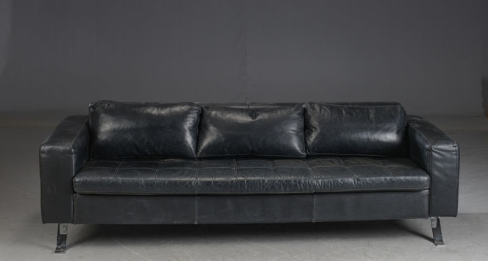 Lind Furniture - 3 seater sofa in black leather. - Catawiki