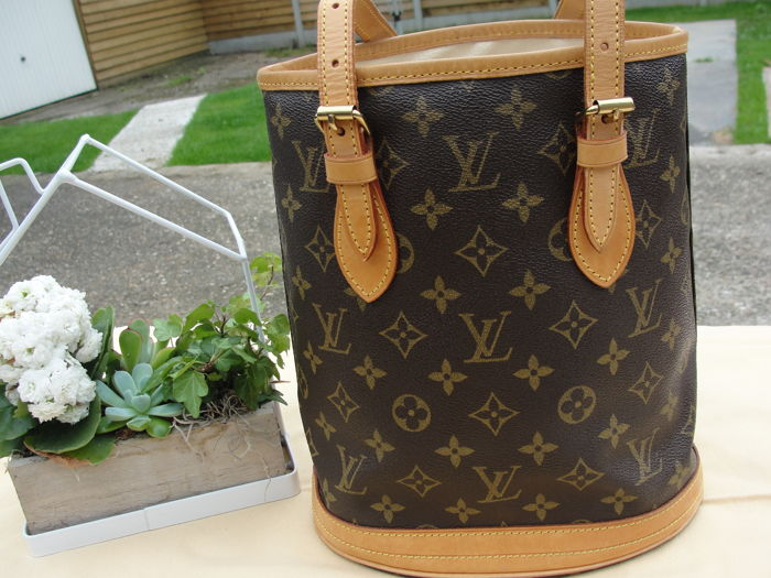 2d45e983ad Louis Vuitton - Bucket PM Monogram Canvas Shoulder bag - Catawiki