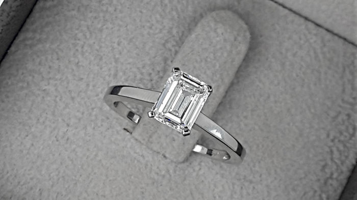 AIG 1.07 carat D/VS1-VS2 Brilliant Cut Diamond Solitaire Engagement Ring in Solid White Gold 14K - size 7
