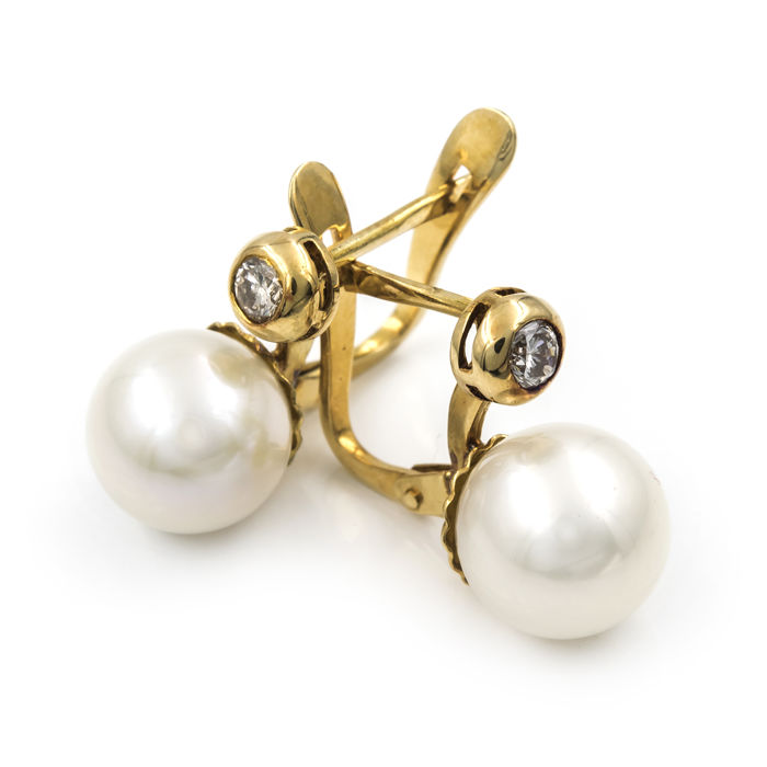 18 kt yellow gold.