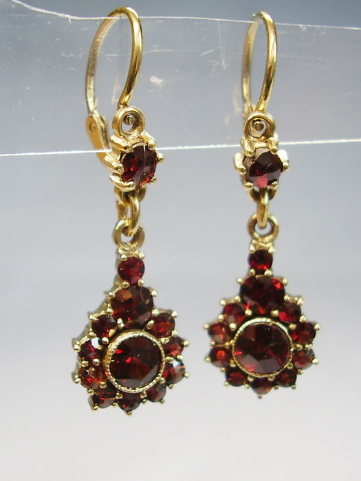 Antique Victorian two part earrings with faceted blood-red Bohemian rose-cut garnets of 3 ct