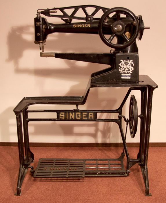 Singer treadle sewing machine for leather processing model 29K60, approx. 1910