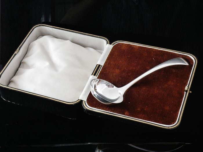 Pristine Condition Silver Sauce Ladle in Fitted Case, Walker & Hall, Sheffield 1940