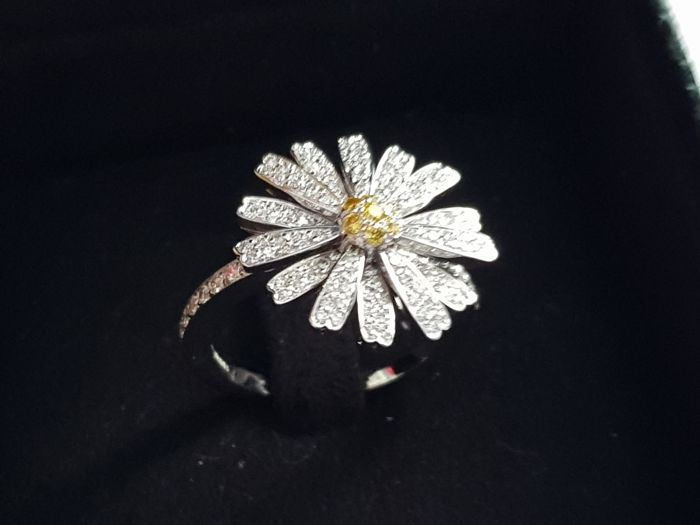 Daisy Love Ring i  18kt gold - size 18
