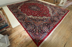 Guaranteed hand-knotted Mashhad Persian carpet 4.55 x 3.50