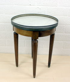 Mahogany side table with white marble top in a brass frame - MW Spoor Meubilering - The Netherlands - ca. 1910
