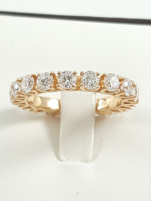 Women's eternity ring in 18 kt yellow gold with natural diamonds of 2.41 ct total Weight 4.3 g