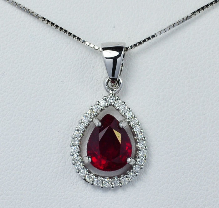 18kt white gold ruby and diamonds pendant including chain with length 45 cm