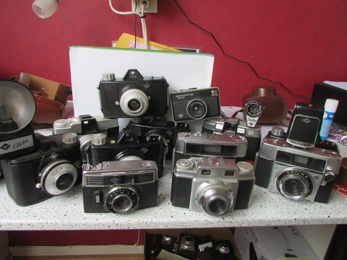 AGFA lot of 14 cameras and 4 x flash